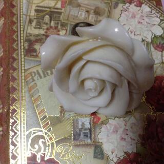 白い大きな薔薇のリング(リング(指輪))