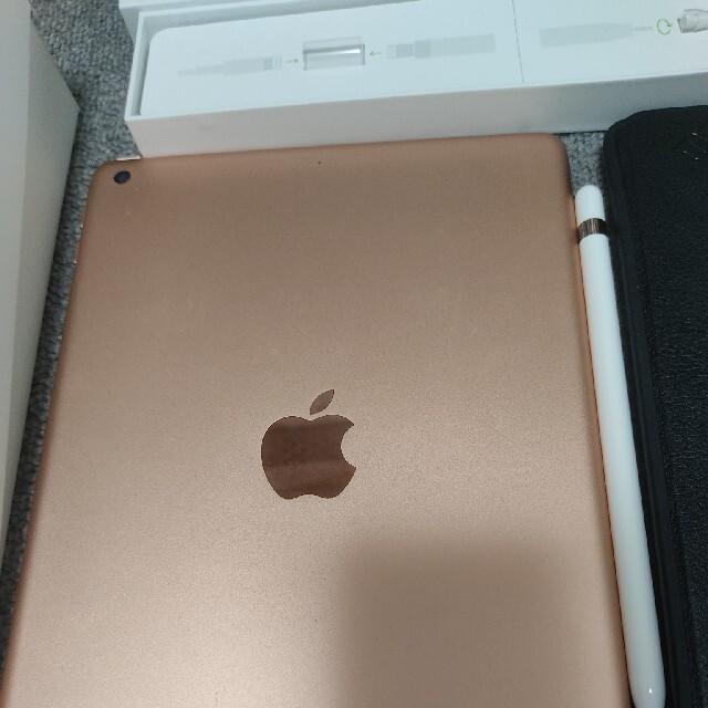 Apple(アップル)のipad 第6世代32gbWiFiモデル+Apple Pencil第1世代 スマホ/家電/カメラのPC/タブレット(タブレット)の商品写真