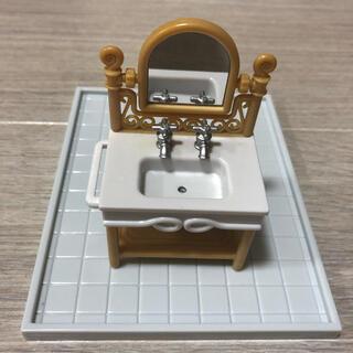 EPOCH - 洗面台 シルバニア UK スモールバスルーム 海外 フレアー