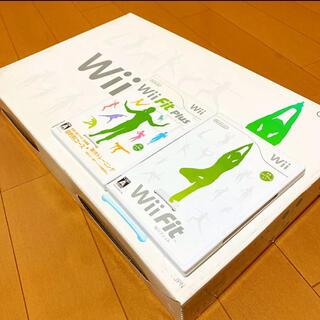ウィー(Wii)のWii Fit+Wii Fit Plus〈バランスボード付き〉(家庭用ゲームソフト)
