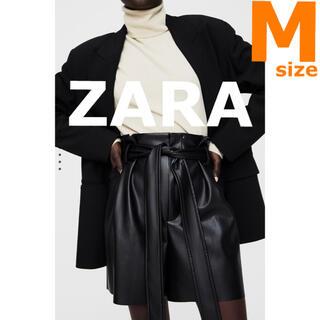 ザラ(ZARA)の新品未使用【ZARA 】M レザー風バミューダパンツ ショートパンツ(ショートパンツ)