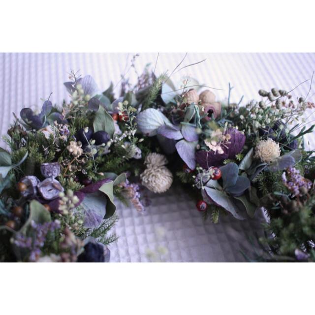 紫陽花とグリーンのふんわりスミレ色リース✳︎春待ちwreathe◎ドライフラワー ハンドメイドのフラワー/ガーデン(リース)の商品写真