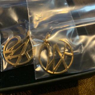 トゥエンティーフォーカラッツ(24karats)の24karats standard logo earring gold(ピアス(両耳用))
