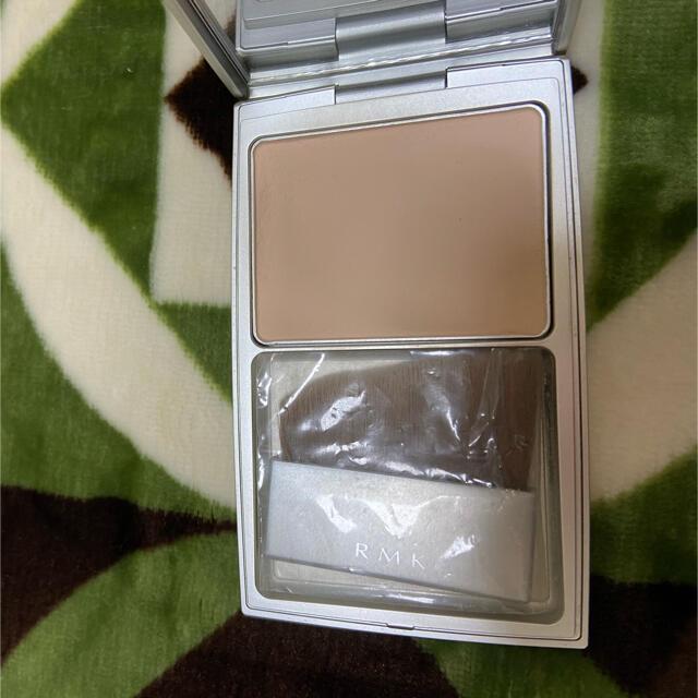 RMK(アールエムケー)のRMKシルクフィットパウダー01   8g コスメ/美容のベースメイク/化粧品(フェイスパウダー)の商品写真