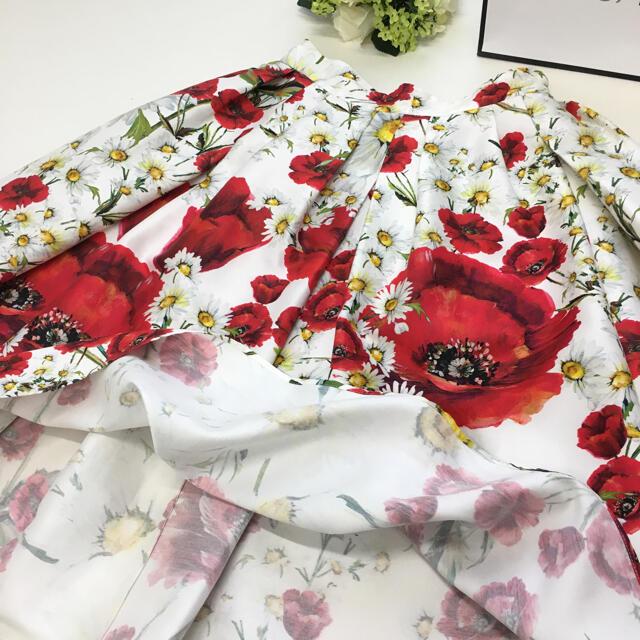 DOLCE&GABBANA(ドルチェアンドガッバーナ)の美品 ドルチェ&ガッバーナ DOLCE&GABBANA 花柄 フレア スカート レディースのスカート(ひざ丈スカート)の商品写真