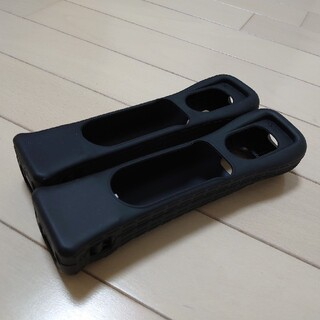 ウィー(Wii)のwii モーションプラス・ブラック・2本セット(家庭用ゲーム機本体)