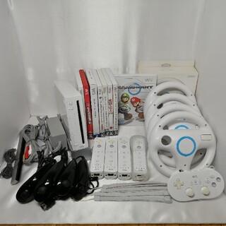 ウィー(Wii)の(実動、送料込み)本体一式  リモコン ハンドル マリオカート ソフト8本(家庭用ゲーム機本体)