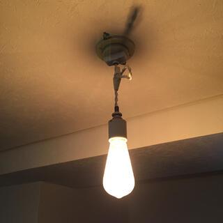 イケア(IKEA)のペンダントライト 裸電球 陶器製(天井照明)