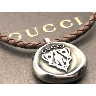 グッチ(Gucci)の美品 GUCCI クレスト ネックレス アンティーク加工 レザー シルバー925(ネックレス)