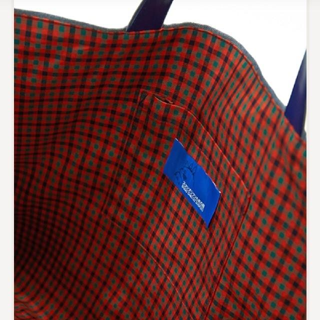 familiar(ファミリア)の【familiar×ジブリ】トトロ  バス停  マチ付きサブバッグ キッズ/ベビー/マタニティのこども用バッグ(レッスンバッグ)の商品写真