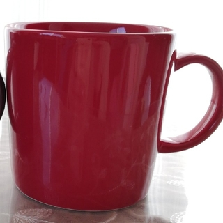イッタラ(iittala)のイッタラ ティーマ レッド マグカップ(グラス/カップ)
