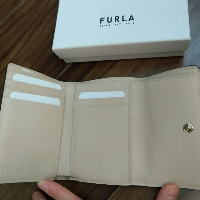 Furla(フルラ)のFURLA フルラ 折財布 バレリーナ ホワイトベージュ 新品 並行輸入特価 レディースのファッション小物(財布)の商品写真