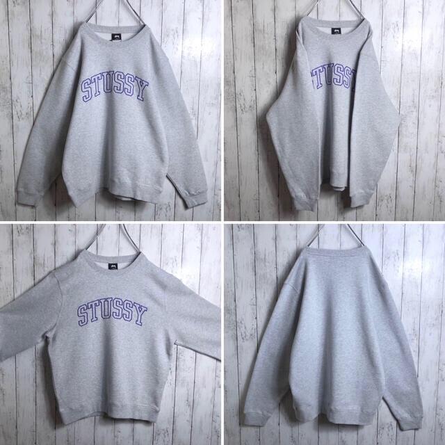 STUSSY(ステューシー)の【新品】 ステューシー アーチロゴ 刺繍ロゴ スウェット M 灰 紫 メンズのトップス(スウェット)の商品写真