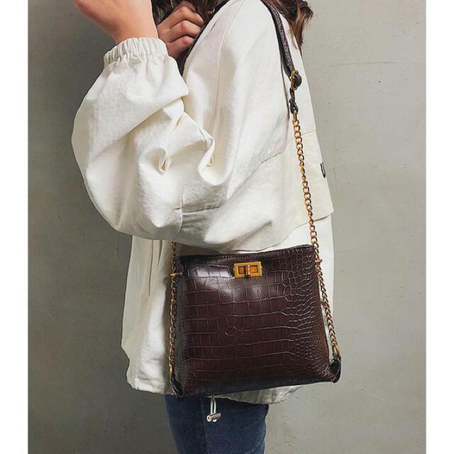 ZARA(ザラ)のクロコ柄 ショルダーバッグ レザー レディースのバッグ(ショルダーバッグ)の商品写真