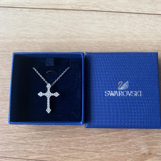 SWAROVSKI(スワロフスキー)の新品未使用 スワロフスキー クロス ネックレス レディースのアクセサリー(ネックレス)の商品写真