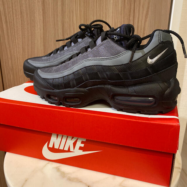 NIKE(ナイキ)のナイキ エアマックス95 エッセンシャル レディースの靴/シューズ(スニーカー)の商品写真