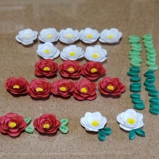 新作 ◎レメリア shop◎ 花飾り 赤&白 20個 花&葉っぱパーツ 飾り  (カード/レター/ラッピング)