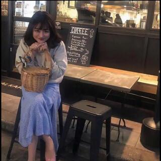 Lochie - h&m flower skirt