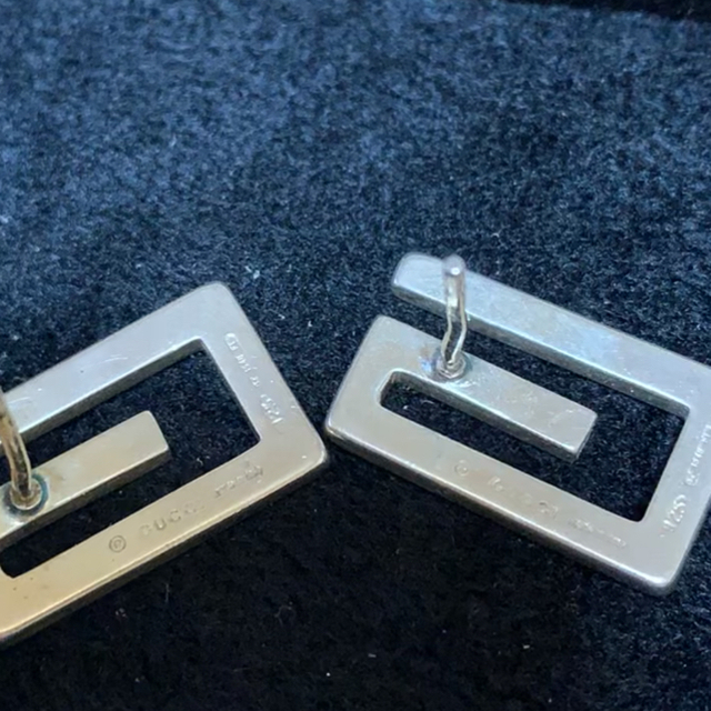 Gucci(グッチ)のGUCCIグッチ SVシルバー925 ロゴ ピアス  メンズのアクセサリー(ピアス(両耳用))の商品写真
