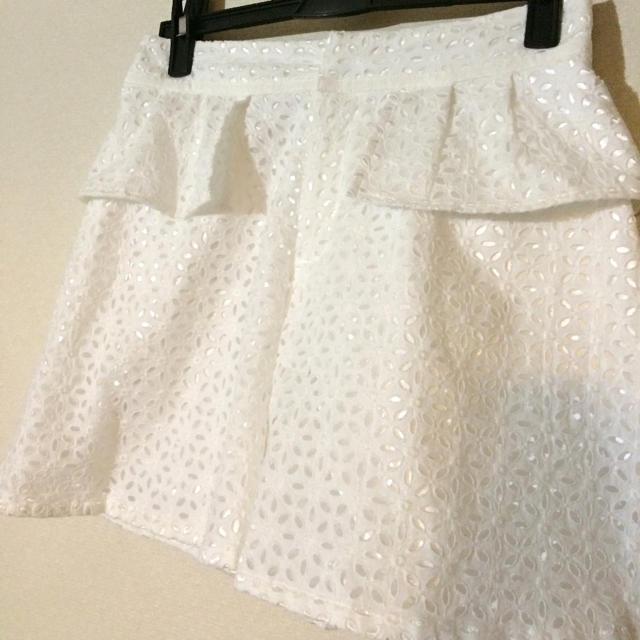 LAISSE PASSE(レッセパッセ)の白短めキュロット♡レース刺繍風 レディースのパンツ(キュロット)の商品写真