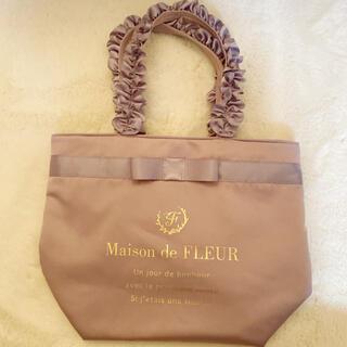 メゾンドフルール(Maison de FLEUR)のMaison de FLEUR フリル ハンドル トートバッグ Mサイズ(トートバッグ)