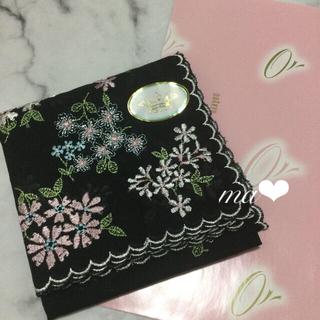 トッカ(TOCCA)の今期購入‼️ トッカの刺繍ハンカチ 小花刺繍ハンカチ 高級ハンカチ プレゼント(ハンカチ)