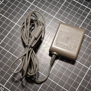 ニンテンドーDS(ニンテンドーDS)の【中古】DSLITE 専用充電器 USG-002(携帯用ゲーム機本体)
