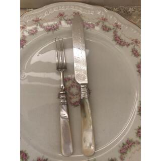 ロイヤルアルバート(ROYAL ALBERT)のイギリスビンテージ マザーオブパール  デザートフォークとナイフ(カトラリー/箸)