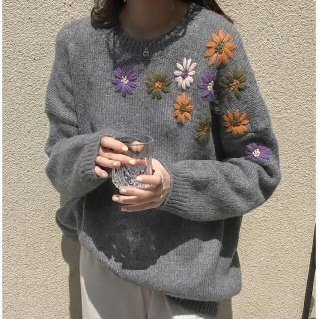 花刺繍 ニット 2color 【即日発送】 レディースのトップス(ニット/セーター)の商品写真
