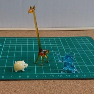 ガラス細工置物ミニ キリン・象・黄色い豚(ガラス)