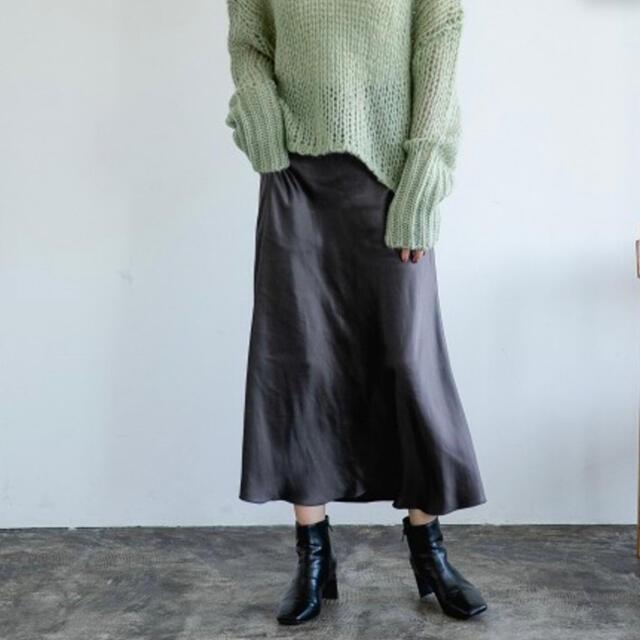 apart by lowrys(アパートバイローリーズ)のPサテンマーメイドスカート チャコールグレー レディースのスカート(ロングスカート)の商品写真