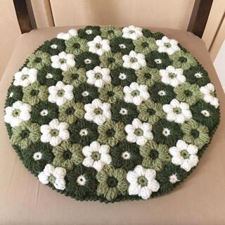 お花モチーフの丸い座布団♬《グリーン系》