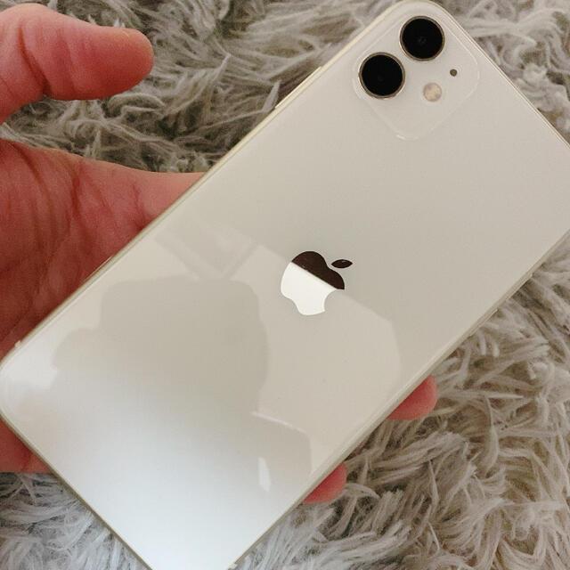Apple(アップル)のiPhone11 本体 スマホ/家電/カメラのスマートフォン/携帯電話(スマートフォン本体)の商品写真