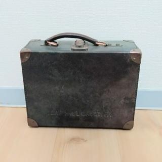 ジャンポールゴルチエ(Jean-Paul GAULTIER)のジャンポールゴルチェ トランク バッグ Vサイバー 玉虫色 (ショルダーバッグ)