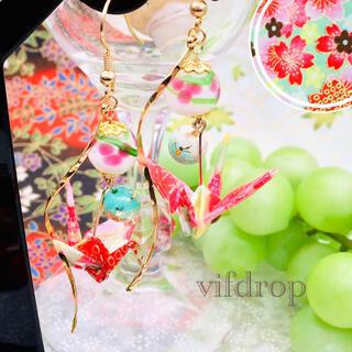 友禅和紙【白緑色 桜和柄】折り鶴と〈白〉花柄とんぼ玉の和風ピアス イヤリング(ピアス)