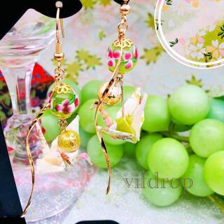 友禅和紙【薄黄緑色 桜和柄】折り鶴と〈緑茶〉花柄とんぼ玉の和風ピアス イヤリング(ピアス)
