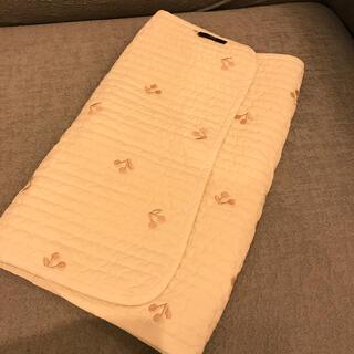 ボンポワン(Bonpoint)のチェリー刺繍 おむつ替えシート(おむつ替えマット)