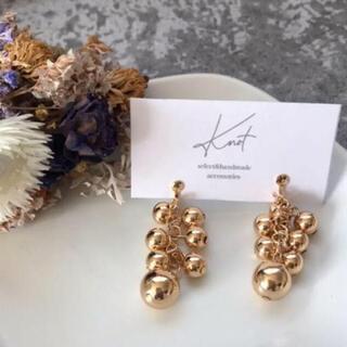 ミラオーウェン(Mila Owen)のgold ball earrings(イヤリング)