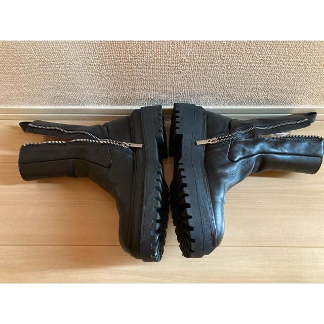 ZARA(ザラ)のZARA トラックソールブーツ レディースの靴/シューズ(ブーツ)の商品写真