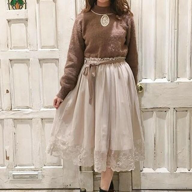 F i.n.t(フィント)のFi.n.t 裾刺繍チュールスカート レディースのスカート(ひざ丈スカート)の商品写真