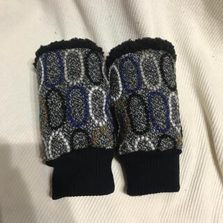 ミナペルホネン(mina perhonen)のミナペルホネン ハンドウォーマー タルト チャコール(手袋)