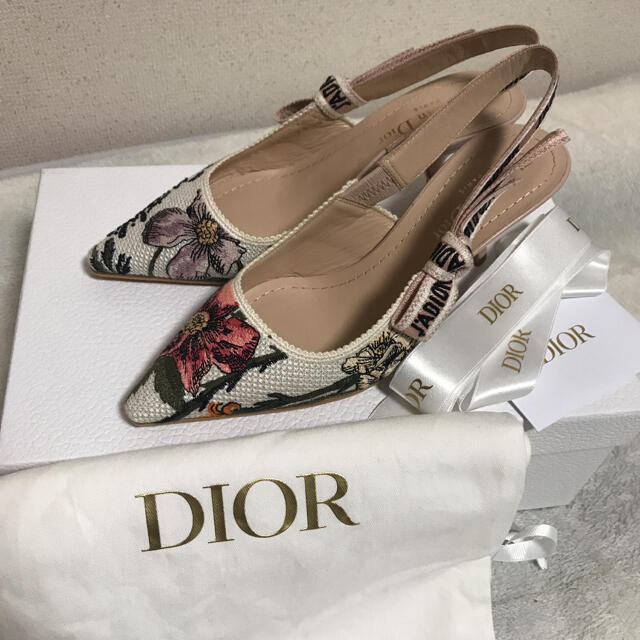 新品未使用!Christian Dior ローザムタビリススリングバックパンプス レディースの靴/シューズ(ハイヒール/パンプス)の商品写真