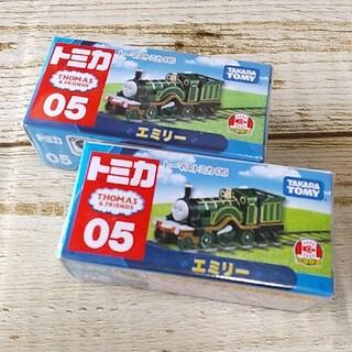 タカラトミー(Takara Tomy)の《未開封》トーマストミカ エミリー 2台(電車のおもちゃ/車)