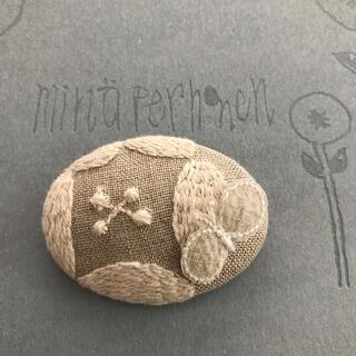 mina perhonen - ミナペルホネン dear ×⚮̈ ベージュ ブローチ ハンドメイド