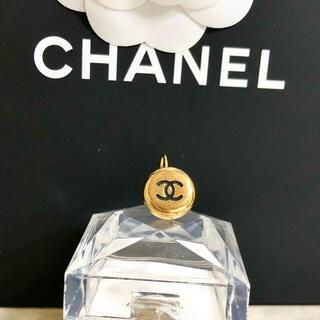 シャネル(CHANEL)の正規品 シャネル ピアス 片方 ゴールド ココマーク 丸 フープ ブラック ロゴ(ピアス)