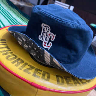 ロデオクラウンズ(RODEO CROWNS)のロデオRODEOビッグロゴ入りバケットハット・帽子・ネイビー紺(ハット)