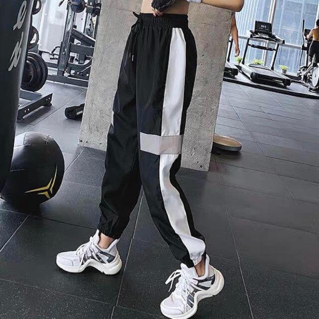 adidas(アディダス)のラインパンツ ジャージ スウェット トラックパンツ  ✳︎Mサイズ ブラック レディースのパンツ(カジュアルパンツ)の商品写真