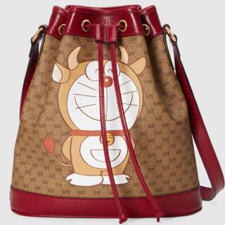Gucci - GUCCIグッチ ドラえもん 牛ウシえもん スモールバケットバッグ