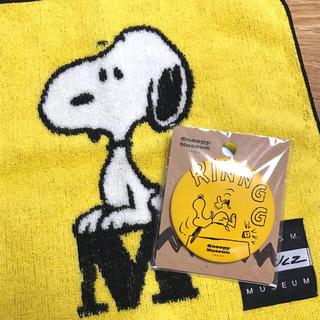 SNOOPY - スヌーピーミュージアム限定(●)´`・)♡ロゴ柄ミニタオル&スヌーピー缶バッジ