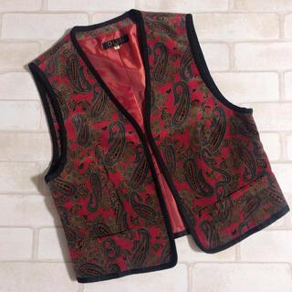 グリモワール(Grimoire)のボルドー系 赤 ペイズリー柄 ベロア調 日本製 ショート丈 ベスト(ベスト/ジレ)